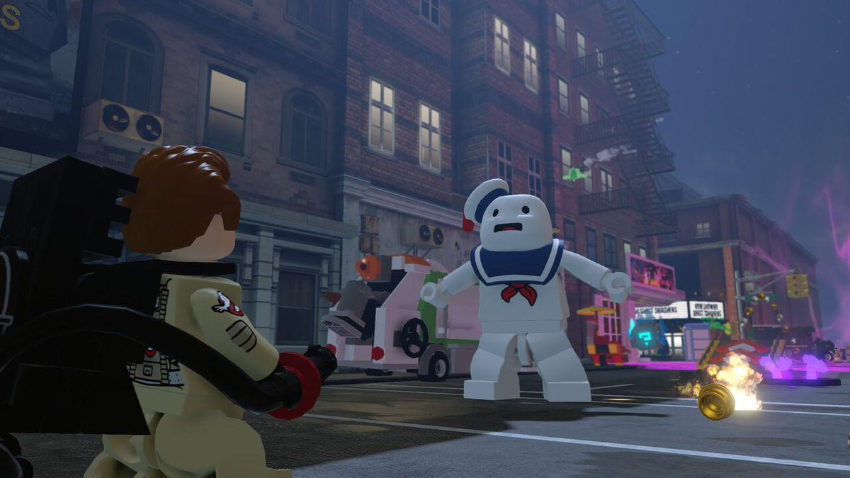 Has no one else realized that Stay Puft Marshmallow Man is hanging dong in Lego Dimensions? http://t.co/ISkM5qDaMB http://t.co/vKGidarRfO