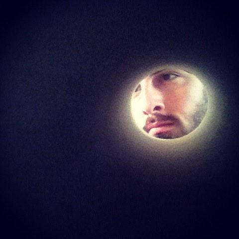 CONVINCE people you are a moon by taking all your selfies through a toilet roll centre.  (via @nathanknight) http://t.co/GxHpvfDj0i