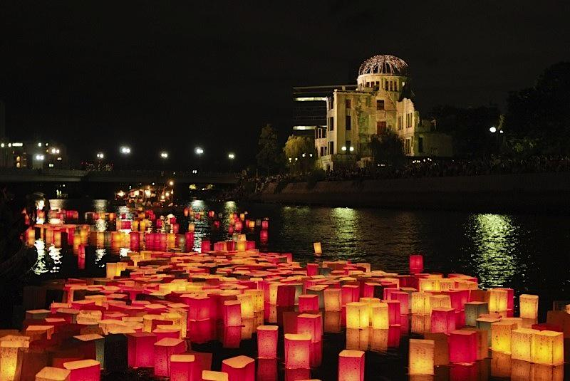 Hiroshima will remember the 70th anniversary of the nuclear bombing with 10,000 lanterns http://t.co/hQzCg6QK3g http://t.co/Rxsu1sAS6p