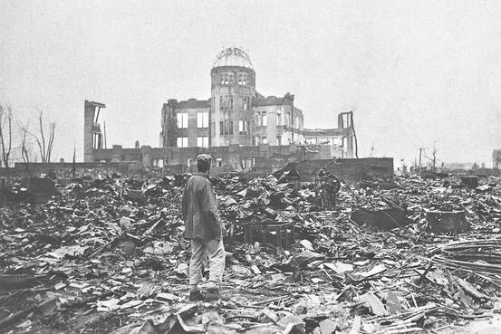 生まれる前の出来事 今日で広島に原爆が投下されてから70年、被曝された方々が感じ伝えたかった事、忘れてはならない想いが沢山あると思う  戦争なんて恐ろしい事が、ましてや原爆投下なんてもう二度と起きない事をそして平和を祈ります http://t.co/wRoeEPRkPJ