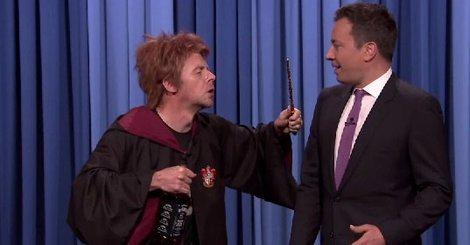 "Drunk Ron Weasley wishing Harry Potter \""Happy B-day\"" is pure magic"