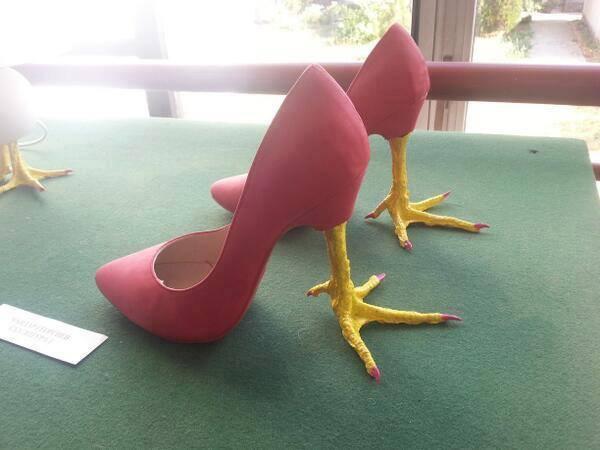 次の衣装の靴だけ先に…イメージ固まったよ内緒で公開しちゃおうかな? http://t.co/RsYUdOZNTK