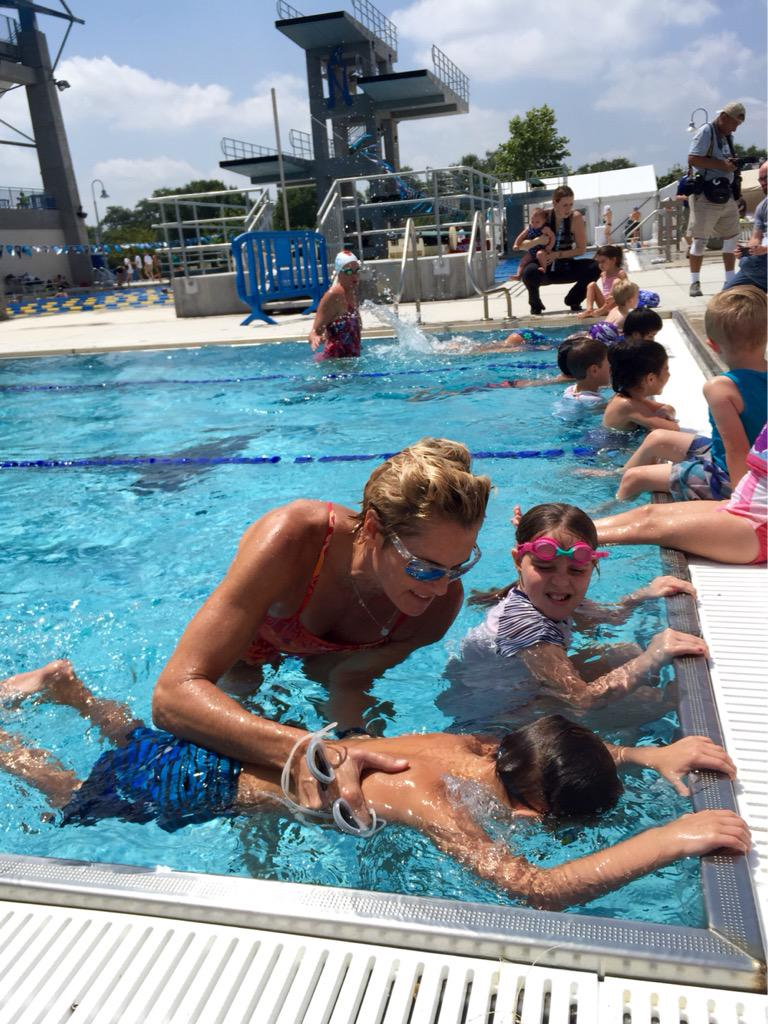 Young swimmers hop in the pool in #SanAntonio to practice blowing bubbles with @DaraTorres! #FunnestSport http://t.co/TR6PWoyy1r