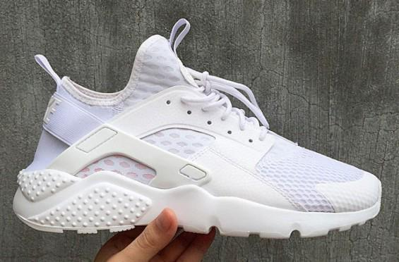 """First look at the new & improved Nike Air Huarache Utility """"White"""" http://t.co/S6XqCm8yvo"""