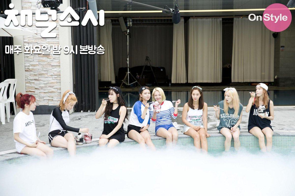 <#채널소녀시대> 소녀시대 완전체! 워터파크에 가서 신남!! #채널소녀시대 매주 화요일 밤 9시 온스타일 http://t.co/FL4VXQNdPP