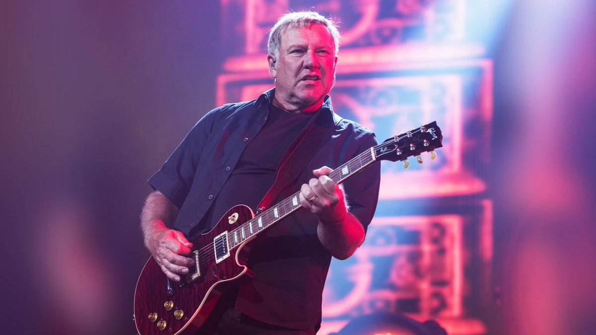 .@rushtheband are NOT at the end of the road, says Lifeson: http://t.co/bdVmVFyeD7 http://t.co/JxUPYHCACZ