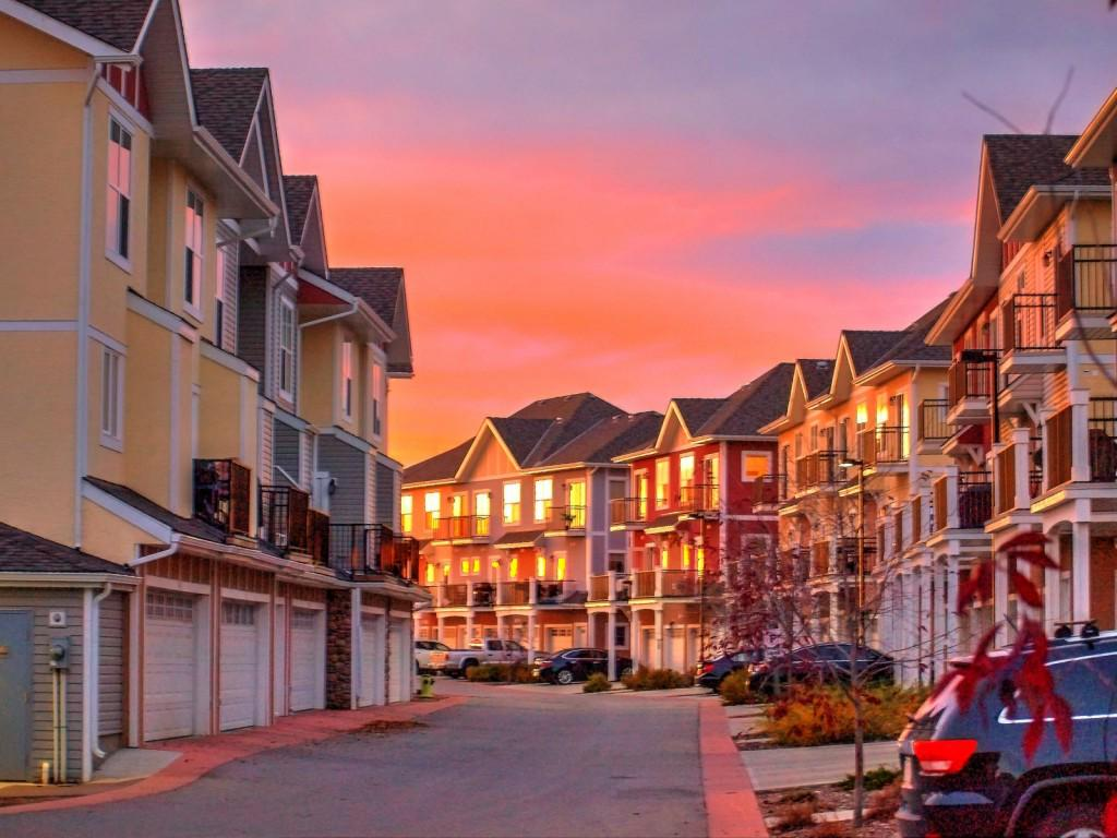 New low-rise home prices in the #GTA hit all-time high: http://t.co/E5fR6pFrbU #yyzre http://t.co/Dakb0Enbjg