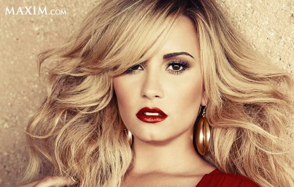 Happy Birthday to the beautiful and talented @ddlovato. http://t.co/YODfQUEN29 http://t.co/epcqVsbLBi