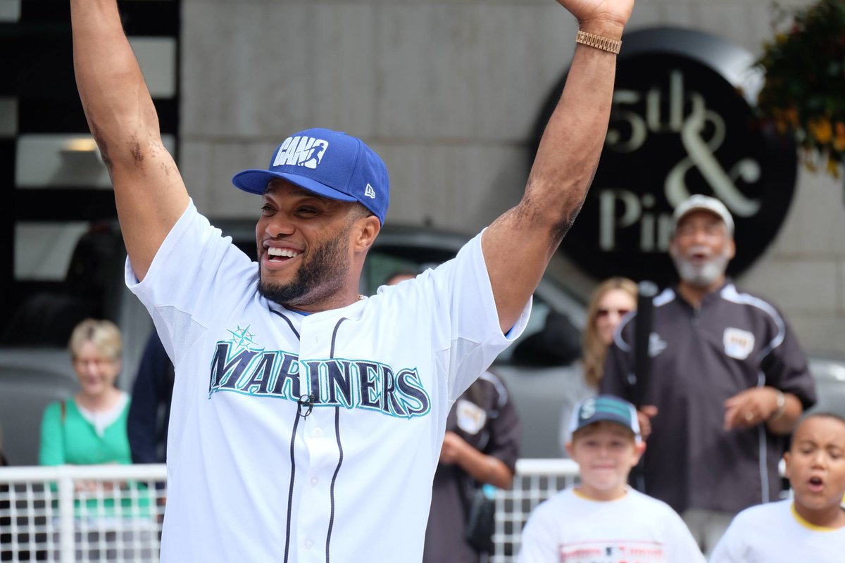 Thanks to @RobinsonCano for playing whiffle ball in #WestlakePark today for @PlayBall! http://t.co/uwJ1zVnnIj