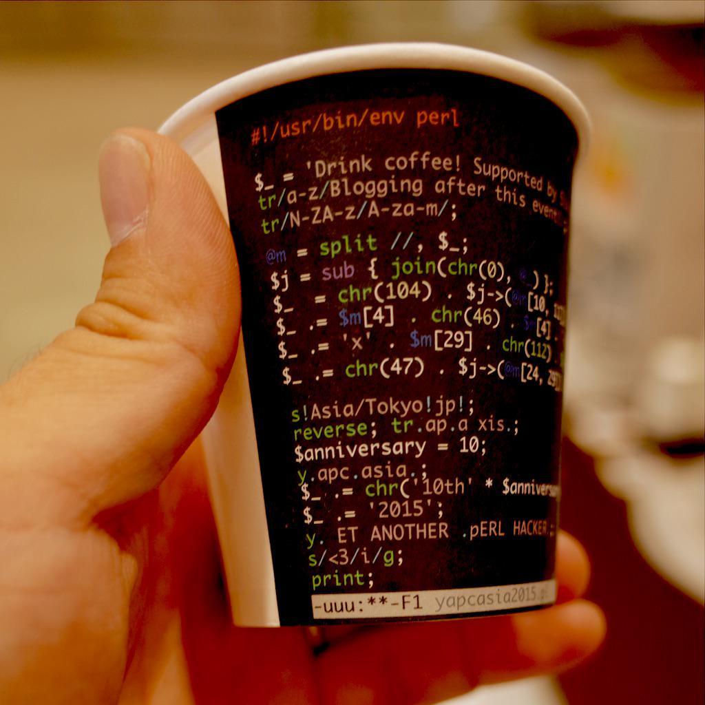 コーヒーブースのカップをよく見たらVimとEmacsバージョンがそれぞれ用意されてるので当然ながらコイツを手に取った  #yapcasia http://t.co/pkVRTpf1PZ