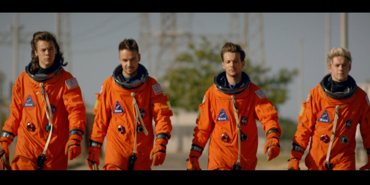 .@onedirection the suits fit well. Want to be our first crew? #DragMeDownVideo http://t.co/PedEpG2uLS http://t.co/F8EFTxGg8v