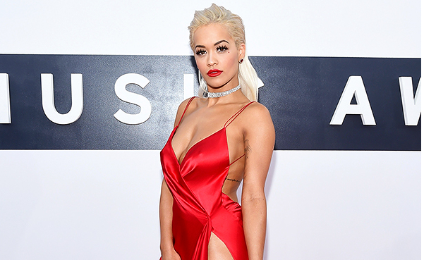 RT @StyleWatchMag: Find out @RitaOra's go-to red lipstick (plus, more of her red carpet rules) http://t.co/0GlFFCwn8e http://t.co/gxUlcQ8WDl