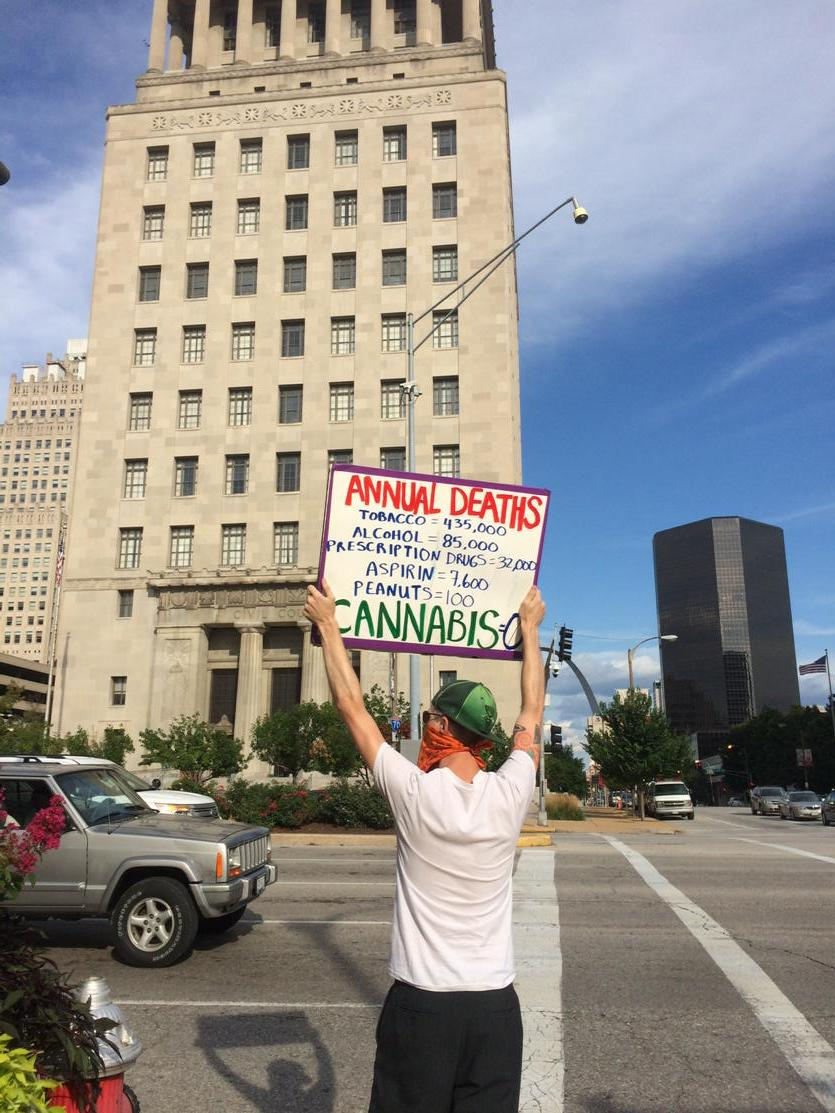 Rush hour rally organized by @NORML_St_Louis Market & Tucker #420 http://t.co/HaofaE3aEF