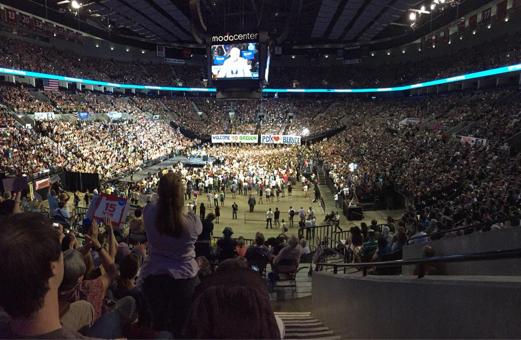 """""""Portland, you have done it the best! 20,000 people! @BernieSanders #pdx #boom #rally http://t.co/DoNiDCirwI"""
