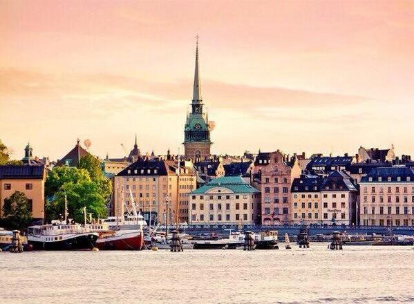 【スウェーデン】ストックホルム(魔女の宅急便)「水の都」、「北欧のヴェネツィア」ともいわれ、水の上に浮いているような都市