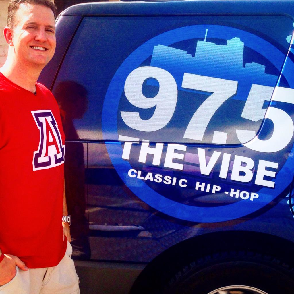 Made the switch to @975TheVibe #SNSJ #Tucson #rdub #sundaynightslowjams http://t.co/8T712ObzOI