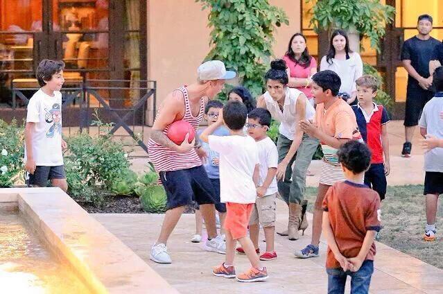 """Justin solo quiere fama"" ""Justin es una mala influencia""  #MTVHottest Justin Bieber http://t.co/LPybsmj3VP"