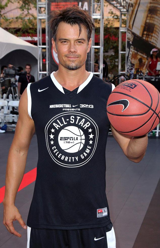 RT @eonline: Hot damn! Anyone else have a sudden interest in basketball?! ???????? http://t.co/dVv4vYcBLu