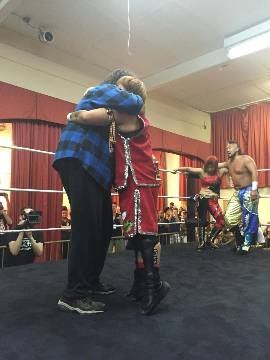 Two #Icons of our industry embrace. @MarvelousPuro @realmickfoley @chigusa8888 http://t.co/MlfBEvQWBE