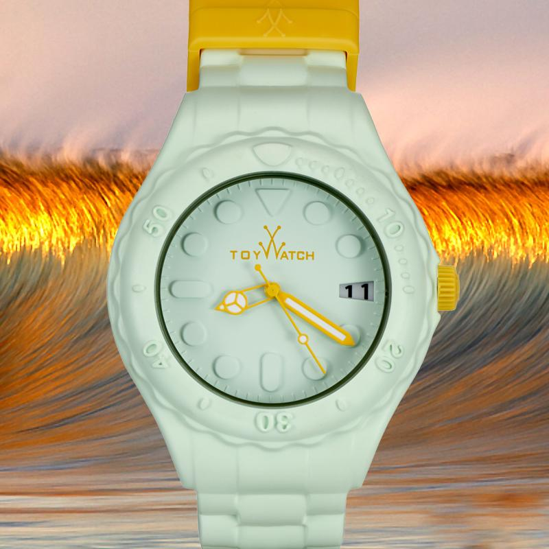 A perfect sunset and a perfect wave: here it is a perfect summer time! http://t.co/7YANMFilOh #TWcolors #ToyWatch http://t.co/Wm8tVdyaOL