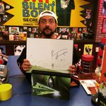 When you buy the GREEN ARROW ABSOLUTE EDITION from @The_SecretStash, I sign it in 2 places! http://t.co/TyzVtwKtRB