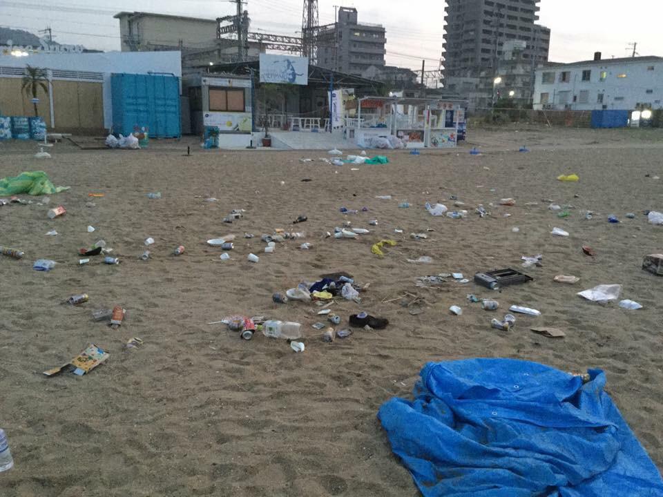 須磨海水浴場のゴミの問題、、、 子供の時に習ったんじゃないのかい?  来た時よりも美しく! http://t.co/cBl7dE1ed8