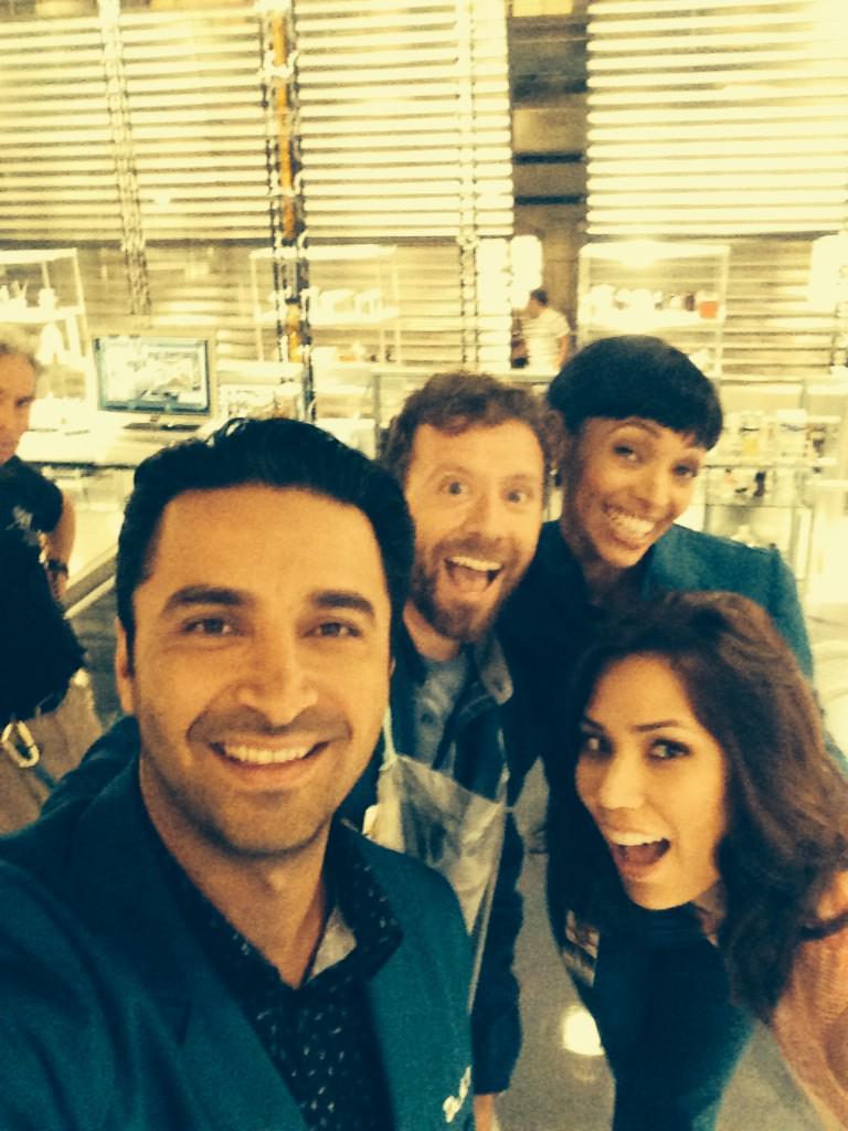 Hello from set!! :0)! @michaelaconlin @pejvahdat @TamaraTaylor @TJThyne http://t.co/zK8G1Myeiq