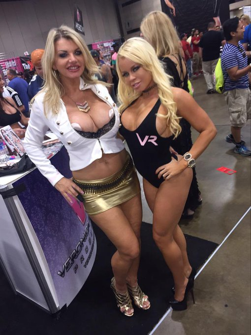 With the beautiful @vickyvette at @EXXXOTICA Dallas this weekend lovers ❤️ http://t.co/dmeYPRXjyx