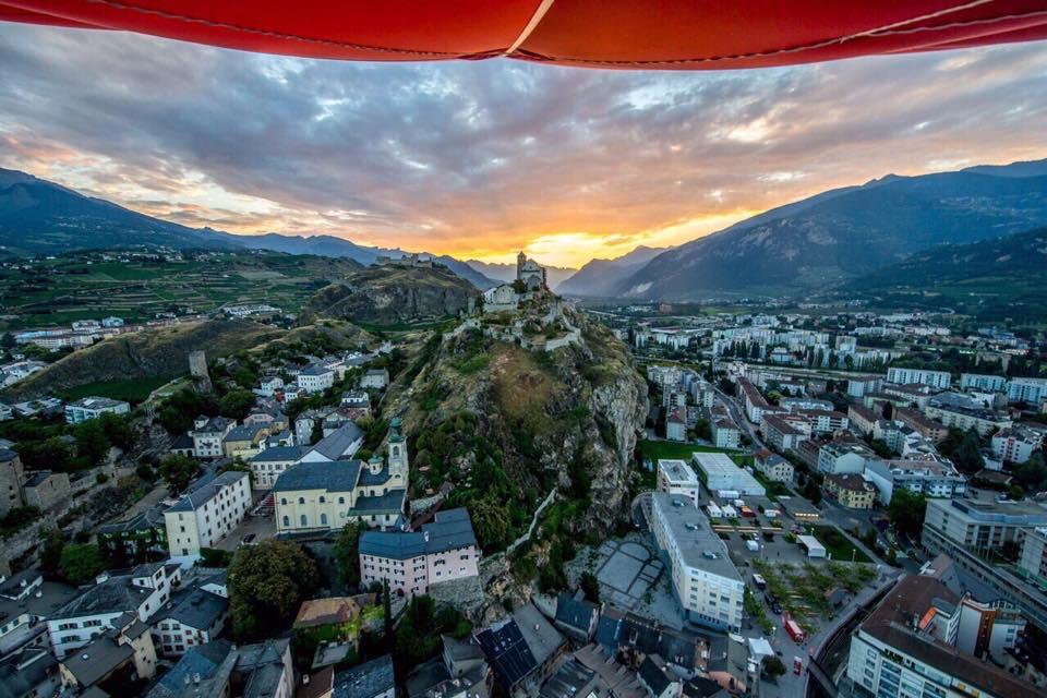 Incroyable prise de vue aérienne de #Sion prise depuis le dirigeable #Valais #Wallis #200 #bicentenaire ;-) http://t.co/gb4yjQSG0k