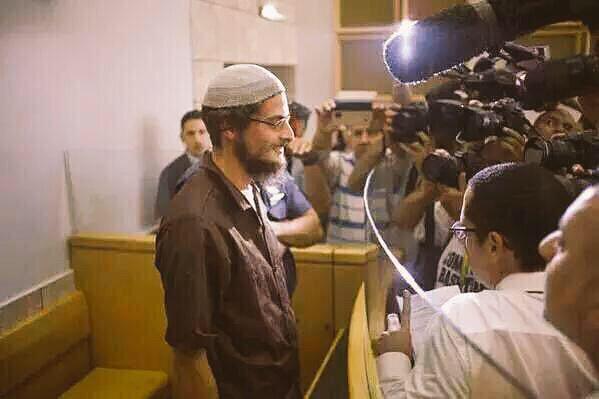 حفيد القردة والخنازير المجرم الصهيوني أحرق الطفل الدوابشة وقتل أبيه وهو يبتسم للإعلام❗️ابتسم فالعرب خارج نطاق التغطية http://t.co/hlf1fu84Y2