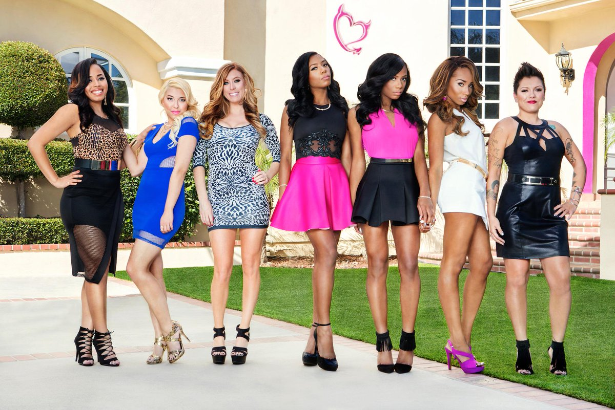 #BadGirlsClub is back for more TONIGHT at 8/7c on @oxygen! Which of these girls will be the first to #PopOff? http://t.co/r6Op7rwah1