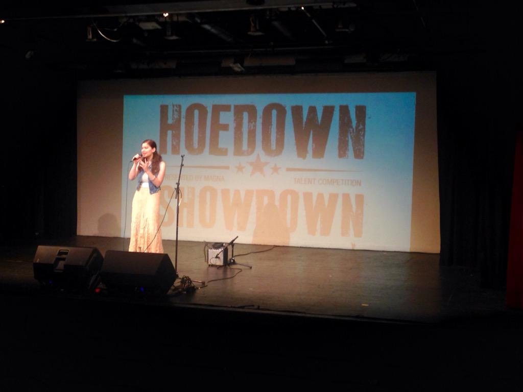 Sing it, Samantha Rossi! #HoedownShowdown #MagnaHoedown #Top40 #TalentCompetition http://t.co/tK59GqEL4Q