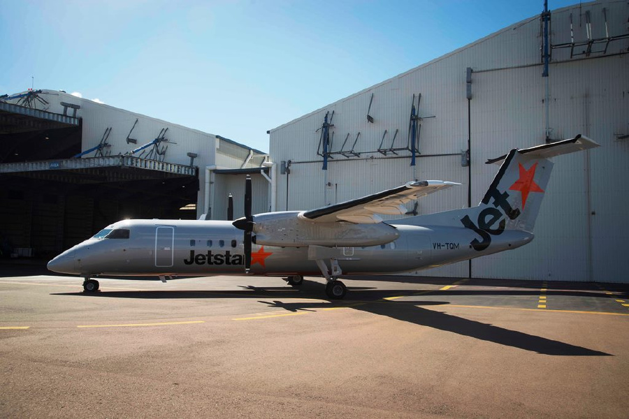 [Photos] First Q300 in Jetstar livery for NZ http://t.co/odn4V8ewnS http://t.co/KYZglZv5fq