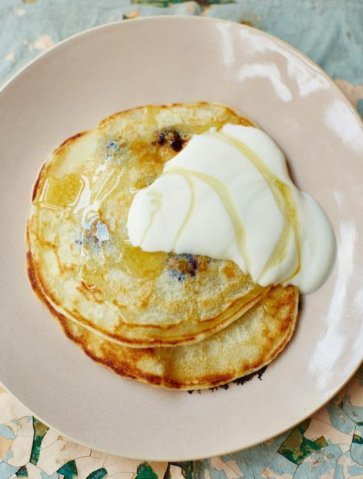 Morning all! #recipeoftheday One-cup pancakes with blueberries. A super-easy breakfast http://t.co/y5QdIL8dUB http://t.co/YfHy14uGO8