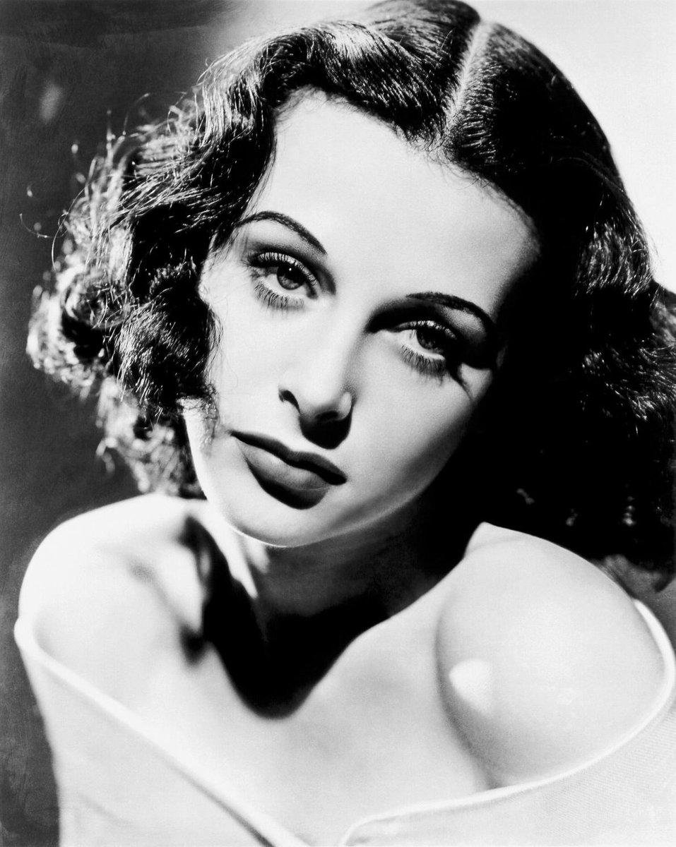 CDMA就她发明的 RT @tanxinbuzu 好莱坞艳星Hedy Lamarr,白天拍戏,晚上回家,轻解罗衫,酥胸荡漾,双腿微分…的开始为美国军方设计远程鱼雷攻击系统…눈_눈 http://t.co/avb9Crw0tL