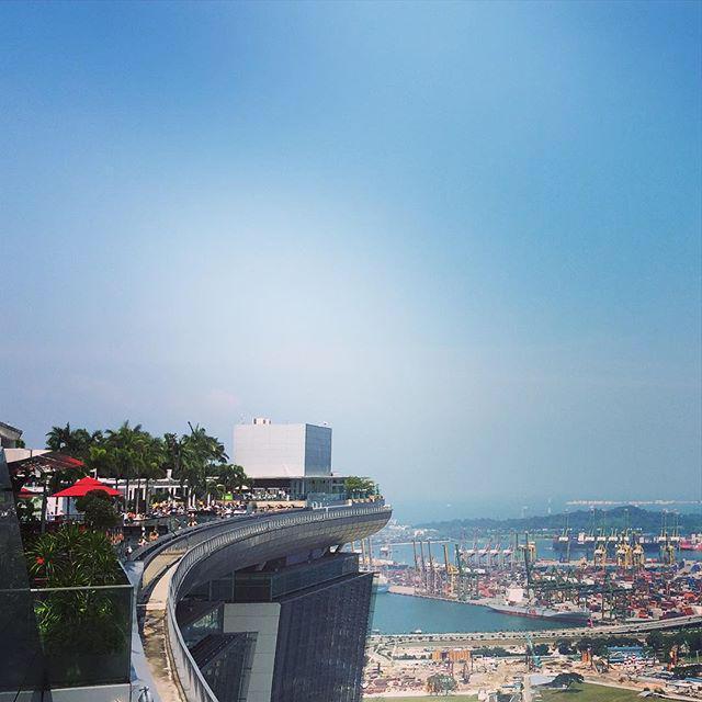 Wat te doen, meer grijs of meer #duurzaam groen? In Singapore gaan ze voor #groen, mooi voorbeeld om te volgen... http://t.co/jb2ldHUzFw