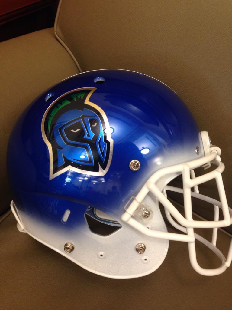 UWF Football (D2) unveils its official helmet for football. First season begins in 2016. @UniWatch http://t.co/KqdqNgkTwN