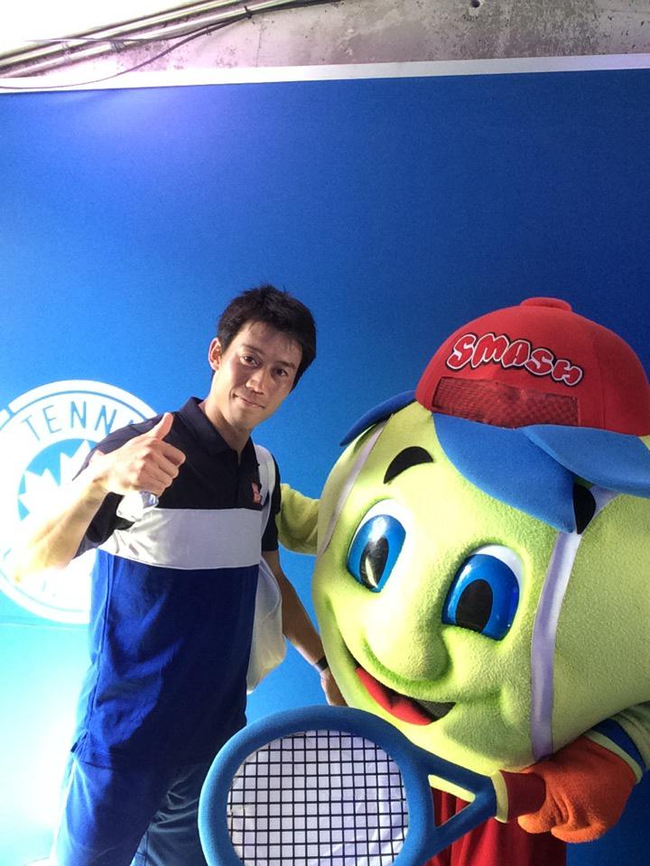 .@keinishikori gives thumbs up with Smash at the #TwitterMirror after his 2nd round win! #CoupeRogers http://t.co/PYSk2cIw31