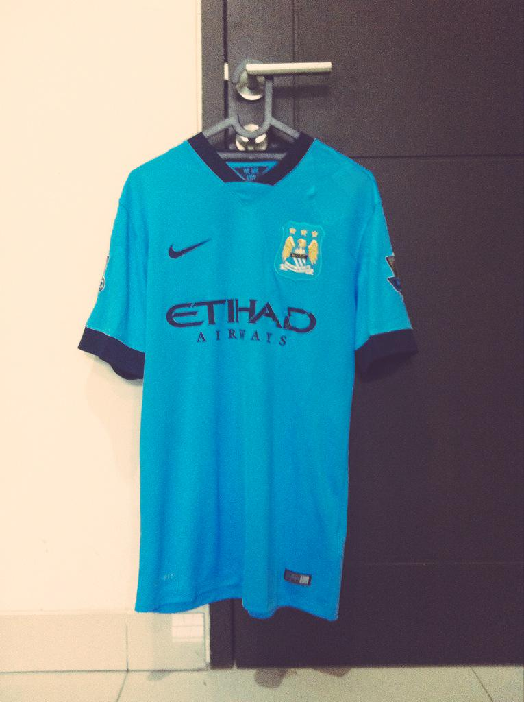 @Reds_Flare Man. City Home 14/15 - VGC - Size M - 350k - All Ori Fullpatch - 087886595971 / 7CD4ED60. #jersey4sale http://t.co/ssesVCAEM1