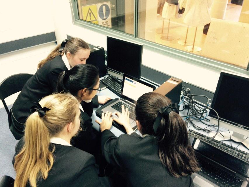 4 heads are better than 1 @Abbotsleigh working on #ncsschallenge @groklearning http://t.co/4rFzJ0nCVO