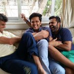 RT @Riteishd: Friendship should be ageless. Met my buddies after years- Amit Kamdar & Vikas Bajaj - love u guys. Eeeeebuuuuu http://t.co/6y…