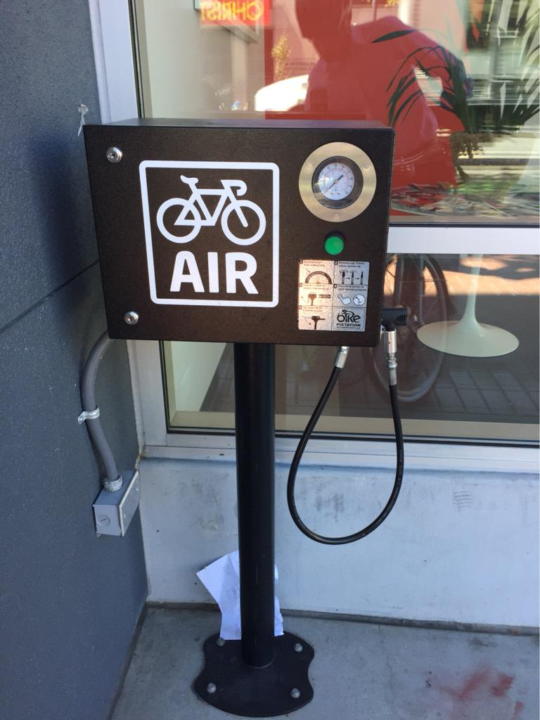 First time I've seen a dedicated public bike tire pump in SF http://t.co/5Wp0gswQ7s