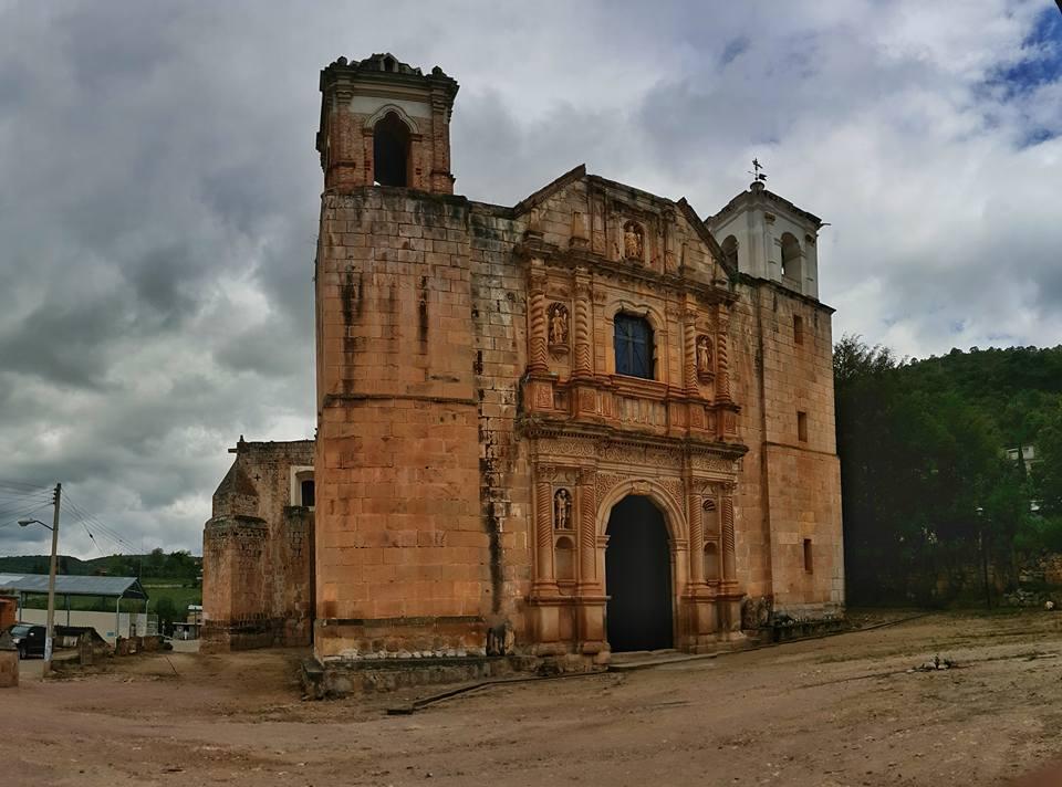 ¡Llegamos a la iglesia del s XVI en Santa Catarina Ixtepeji, Oaxaca #ViajeroExpertoMD! René Castillejos http://t.co/VIIzVyMT5Z