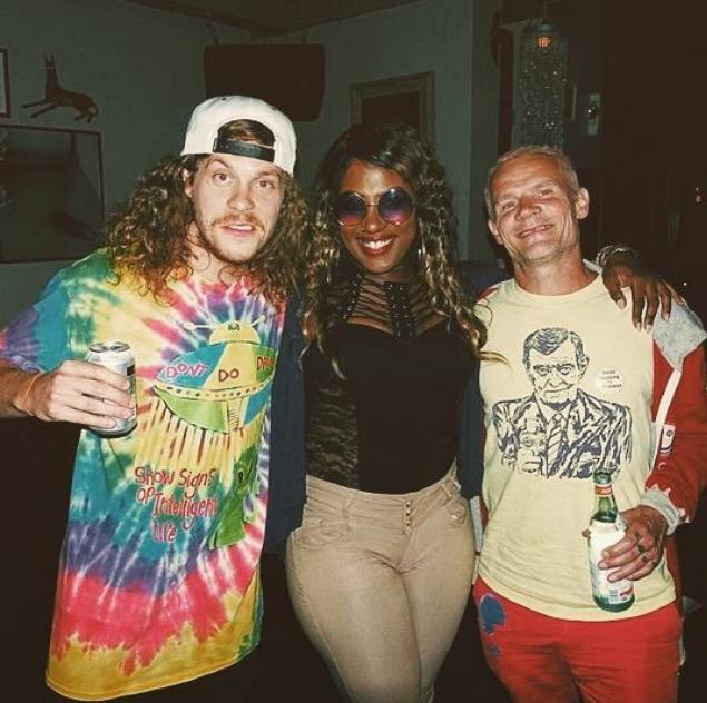 Rare Gangsta Boo x Flea x Blake Anderson http://t.co/4vtMTqlaXq