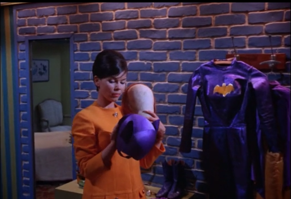 Yvonne Craig as Batgirl/ Barbara Gordon photos from two episodes of Batman http://t.co/tlt4w4bJ27