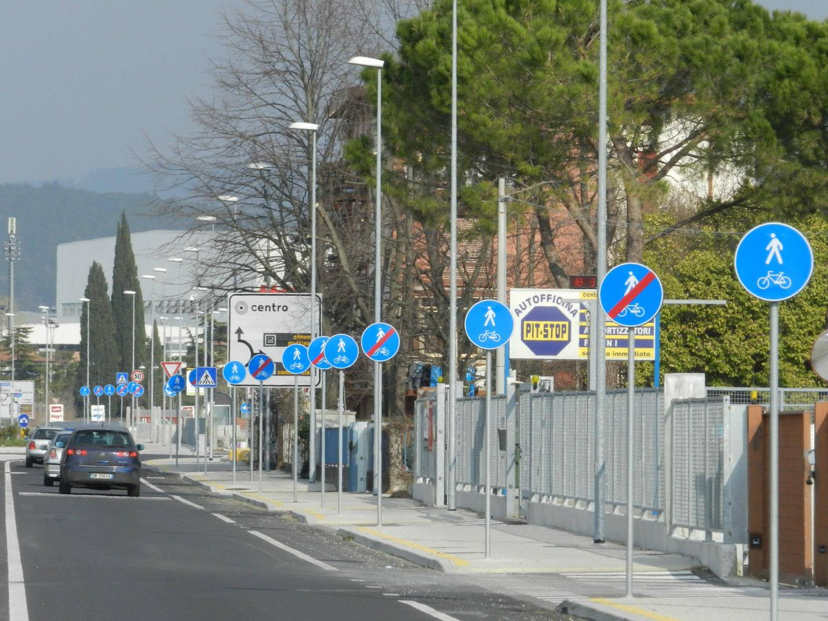 This Italian city has clearly misunderstood a lot of basic concepts - or is controlled by mafia with a sign factory http://t.co/qGjloOL076