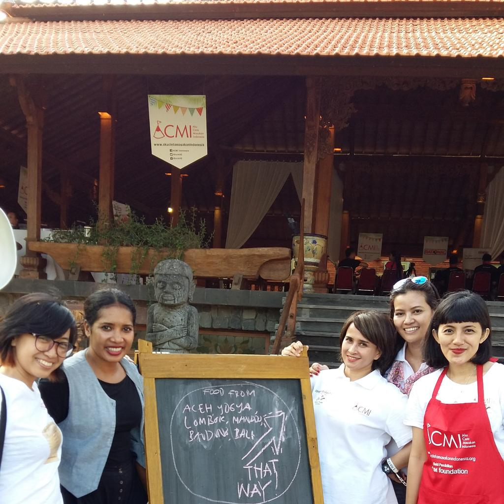 Di Joglo Agung @JazzMarket ada teman-teman dr @acmiID. Ada culinary sharing juga loh setiap harinya #JazzMarket2015 http://t.co/FO6lt2S0VR