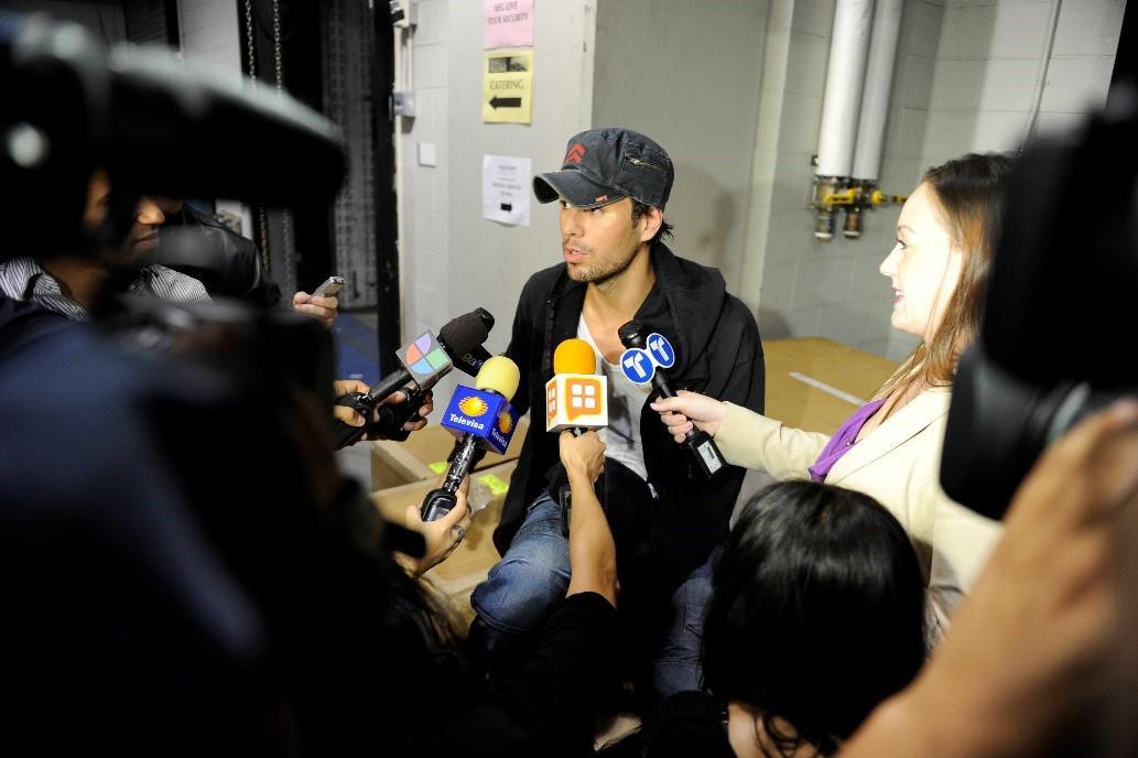 Questions??? #Press #Backstage #SEXANDLOVETOUR http://t.co/dVGxCnzMGH