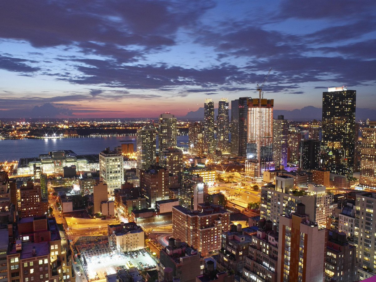 Doesn't New York City have the best views especially from our hotel? #NYC #Views #NewYorkerHotel http://t.co/qoVMUK2pcG