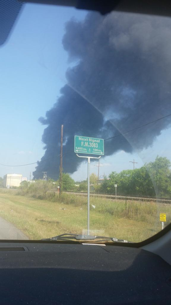 Large cloud of smoke at scene of explosion in Conroe. Emergency responders staging for multiple casualties http://t.co/rzeeIpEX2U